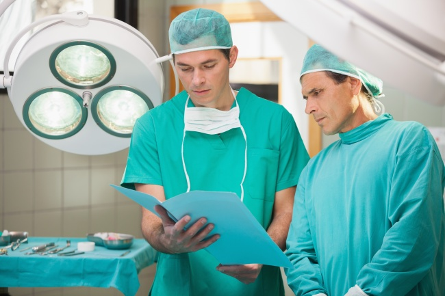 Do You Know Why Surgeons Wear Green And Blue Scrubs? We'll Tell You Why!