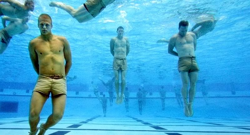 This marine has revealed a trick about how we can stop drowning even when our hands and feet are tied