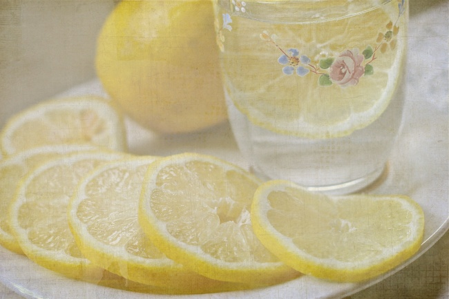Lemmon Water Is Very Good For Your Body And Here Is Why You Should Drink It