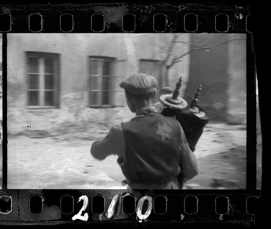 A Jewish Photographer Buried These Photos In Order To Save It From The Nazis