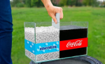 Experiment: What happens if you mix Coca-Cola and Mentos in a large aquarium?
